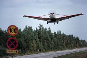Forest-fertilising plane takes off from a road. Finland 1985. Photo by Kalervo Ojutkangas.